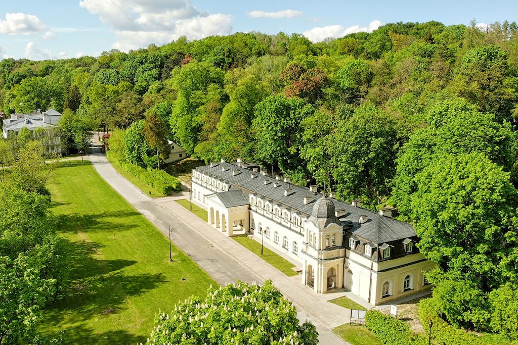 Najnowszą atrakcją Uzdrowiska Nałęczów jest hotel w Starych Łazienkach - najpiękniejszym zabytku Nałęczowa.